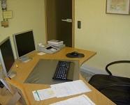 Lehrer/innen-Schreibtisch: Ordnung herstellen und bewahren